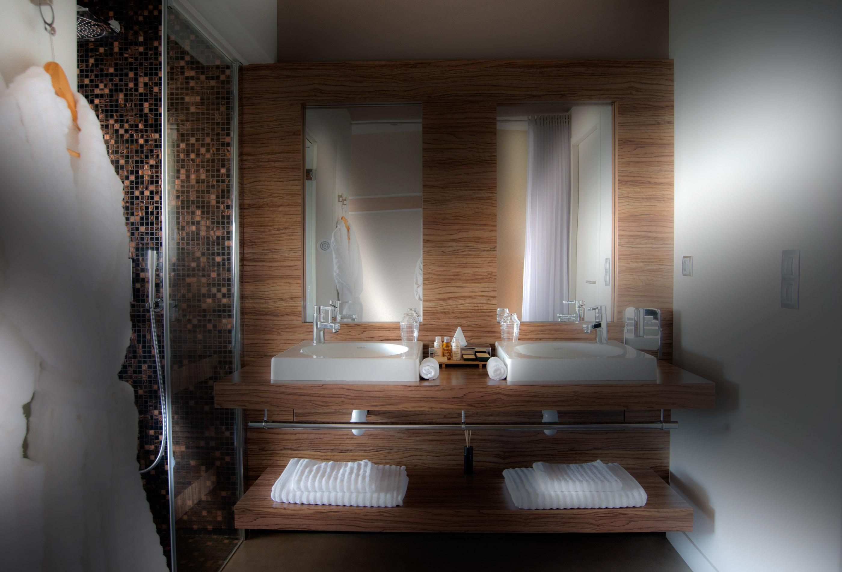 Salle de bainOrigines® ·Hotel Puy de Dôme, Issoire